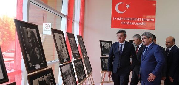 Photo of Abzal Saparbekuly KOTO'nun Atatürk Sergisi'ne hayran kaldı