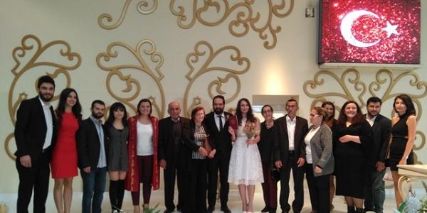 Photo of Oğuzhan ve Burçe'yi en mutlu gününde meslektaşları yalnız bırakmadı