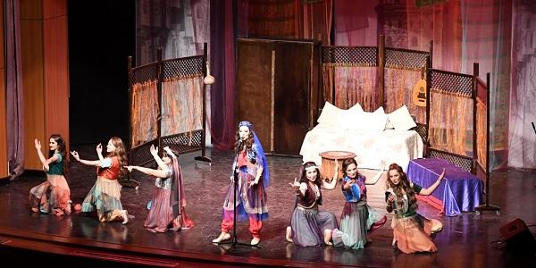 Photo of Tiyatro Oyun İstasyonu 'Yedi Kocalı Hürmüz'ü oynadılar
